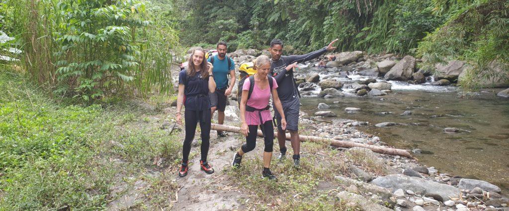 Manon, Lucie, Samy et Olivier à la sortie de fond Lotière